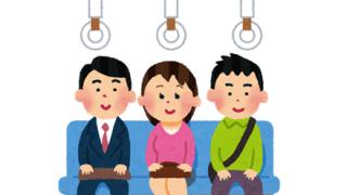 【悲報】ま~んさん、電車で足組んだだけでジジイにしばかれてしまう →動画