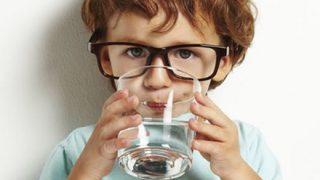 面接官「味を見ずに水と食塩水を見分ける方法を挙げなさい」