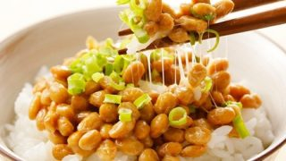 【悲報】美人さん、とんでもない納豆の食い方をする →画像
