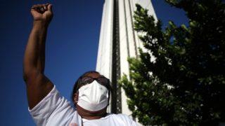 黒人少年の落下死亡事故「最上階まで行かせた白人が悪い」とデモへ …ブラジル