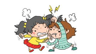 ◆足技喧嘩◆ま~んさん、電車内で『ナプキン丸見え』の大暴れ →