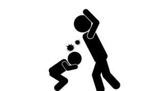【2歳児に肘鉄】ネット配信中に『子供虐待』カメラ回っている事に気づかず →