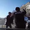 【おそロシア】車に轢かれた歩行者さん、怒りのボディスラム →