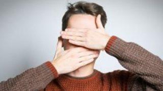 【悲報】顔面の真ん中に穴が空く病気にかかった男性・・・