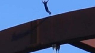 ◆衝撃映像◆60mの高さの橋から川に飛び込んだYouTuberが頭蓋骨を骨折 →