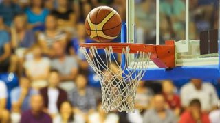 【動画】バスケの観客の民度が低すぎて炎上wwwwww