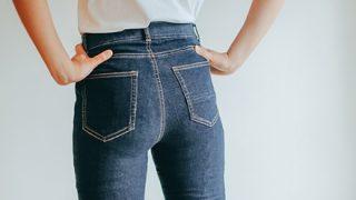 【動画】ま~んさん、エッチなズボンの脱ぎ方wwwwwwww