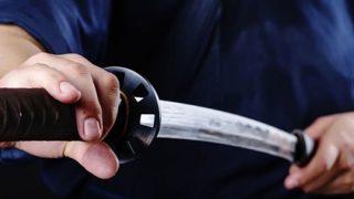 【悲報】ま~んさん、日本刀でオナってしまうwwwwwwww