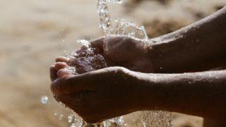 【疑問】アフリカの子供達「水汲みに毎日何時間もかかる…」←こいつらが水辺に引っ越さない理由