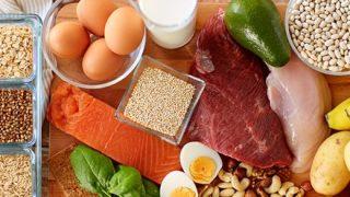 【衝撃】日本人の『タンパク質摂取量』戦後間もない1950年代を下回ってしまう…